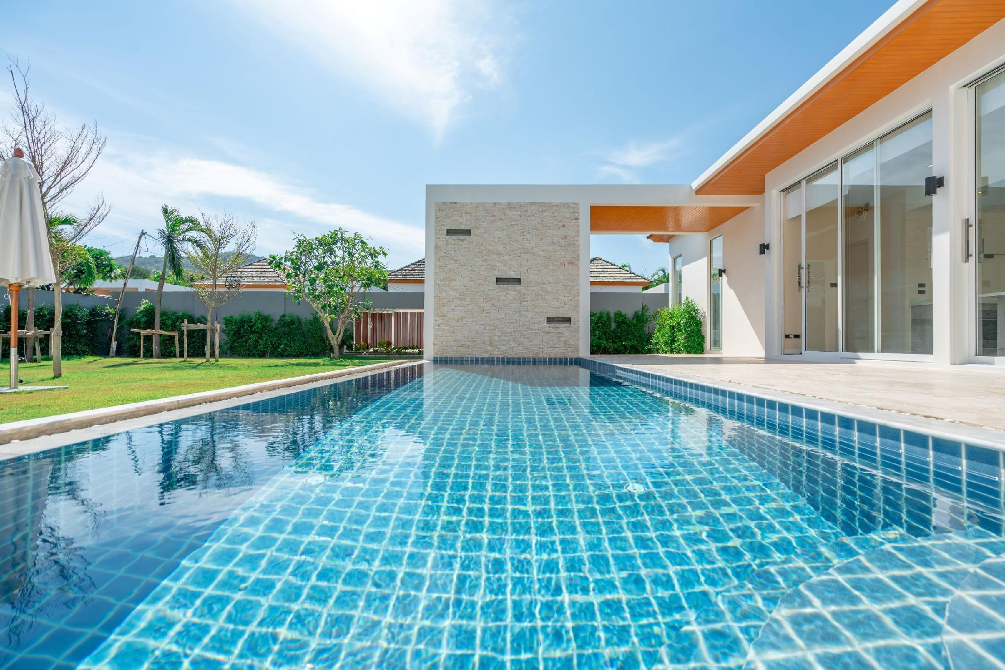 4 BDR Spacious Family Pool Villa Naiharn Phuket