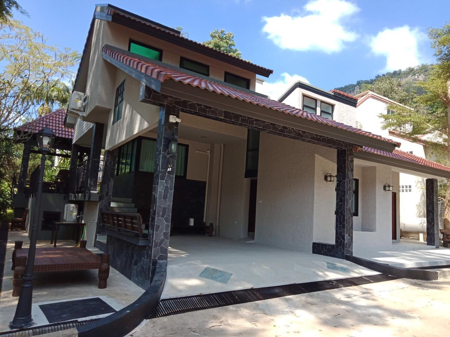 Khao Yai Privacy House 4BR 5BA For 8 Up To 13 Ppl