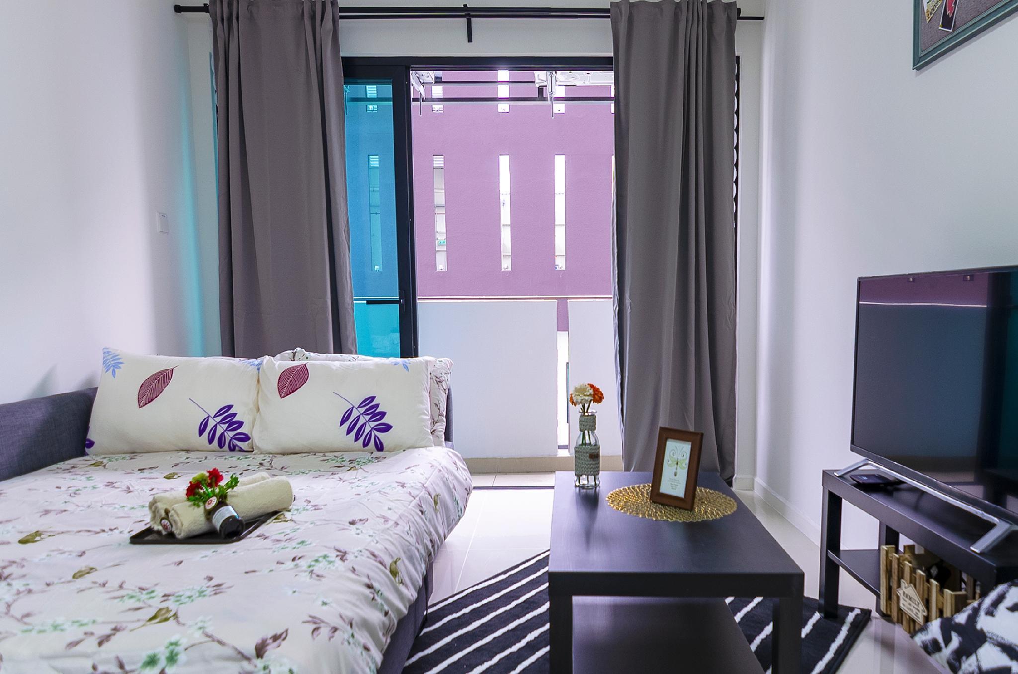 High Floor Suasana JB With Balcony + WiFi + Pool