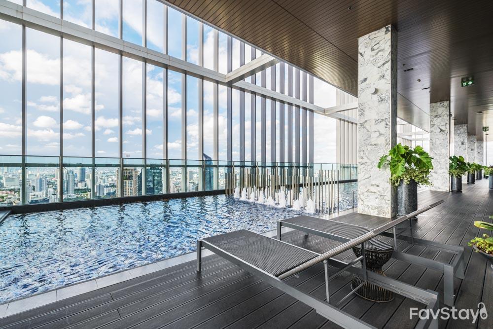 Elegant Sky Pool View 1BR  Park24 BTS Phrom Phong