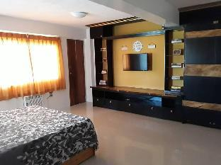 picture 2 of Spacious Guest House near the beach