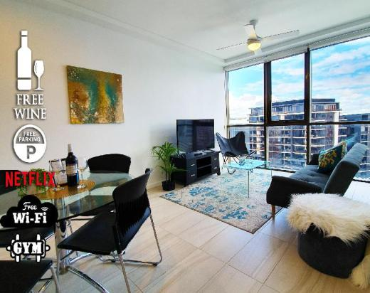 2BR Foodie Central ?Gym?Pool?Views?Rooftop Terrace