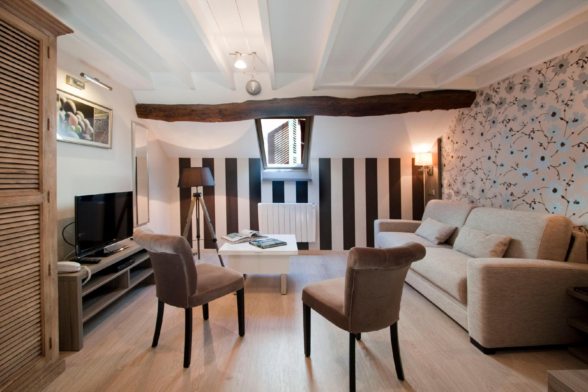 Modern Duplex**** In The Heart Of Nuits St Georges