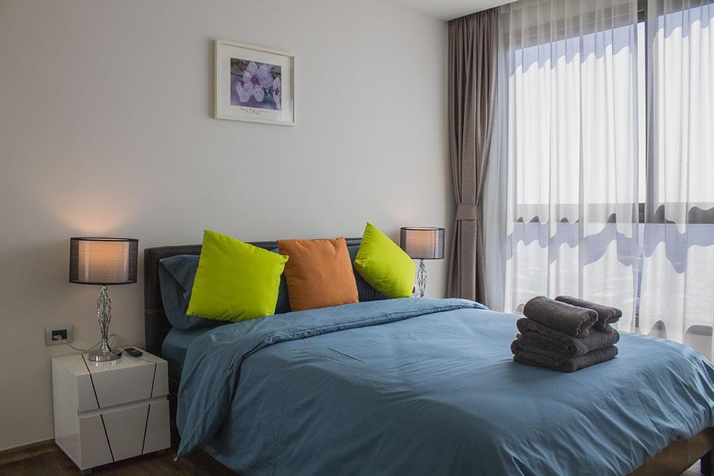 1 Bedroom Apartment In The Peak Towers Condo