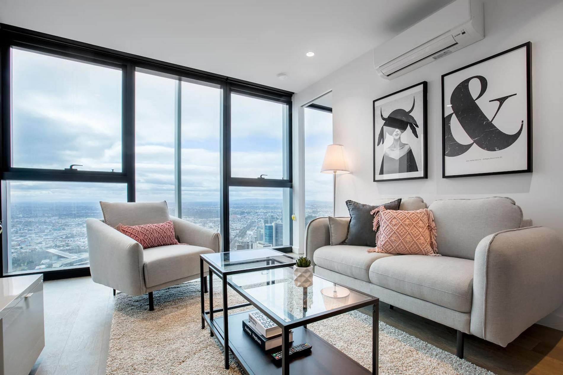 Modern Gallery Theme Home, Melbourne Centre, Three Bedroom, Two Bathroom Suit