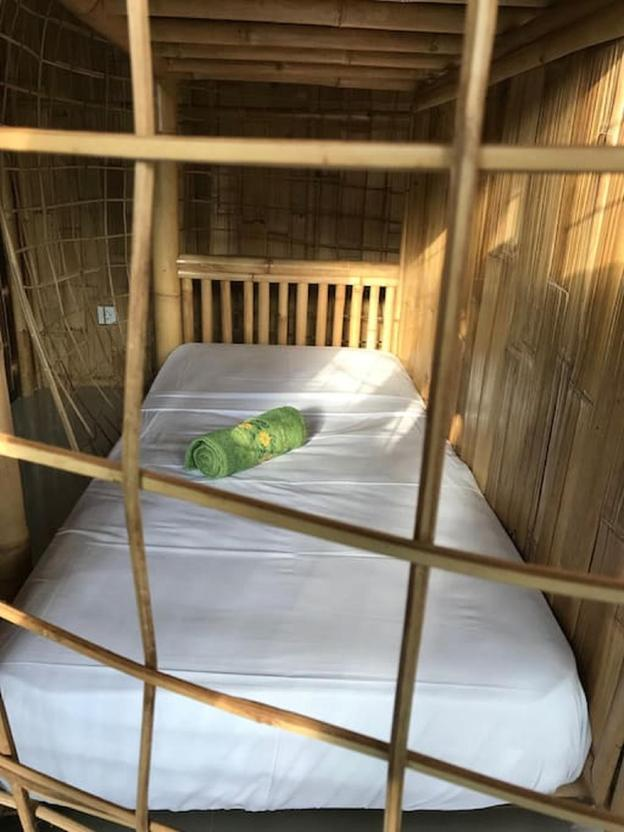 Wow, Private BR (pool view) & Bamboo workshop