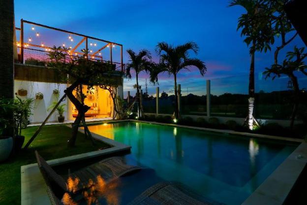 Exclusive Villas Complex, 7 BR, Seminyak w/ staff