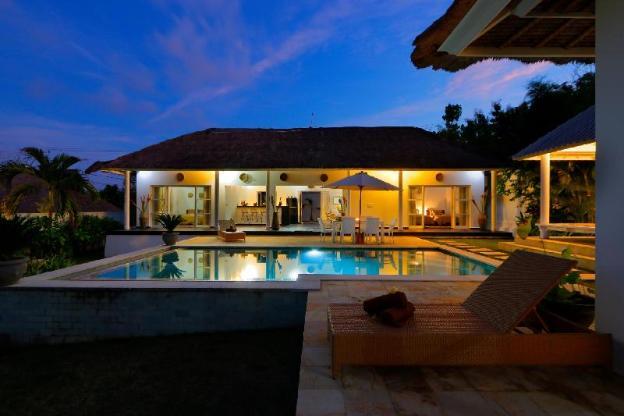 traditional Private Villa, 3 BR, Uluwatu w/ staff
