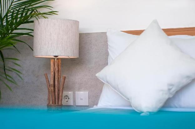 Romantic 2-Bedrooms Luxury Villa Michelle