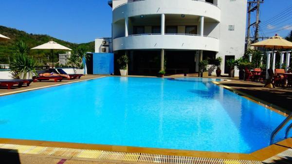4 bedroom Villa with shared pool near Nai Harn Phuket