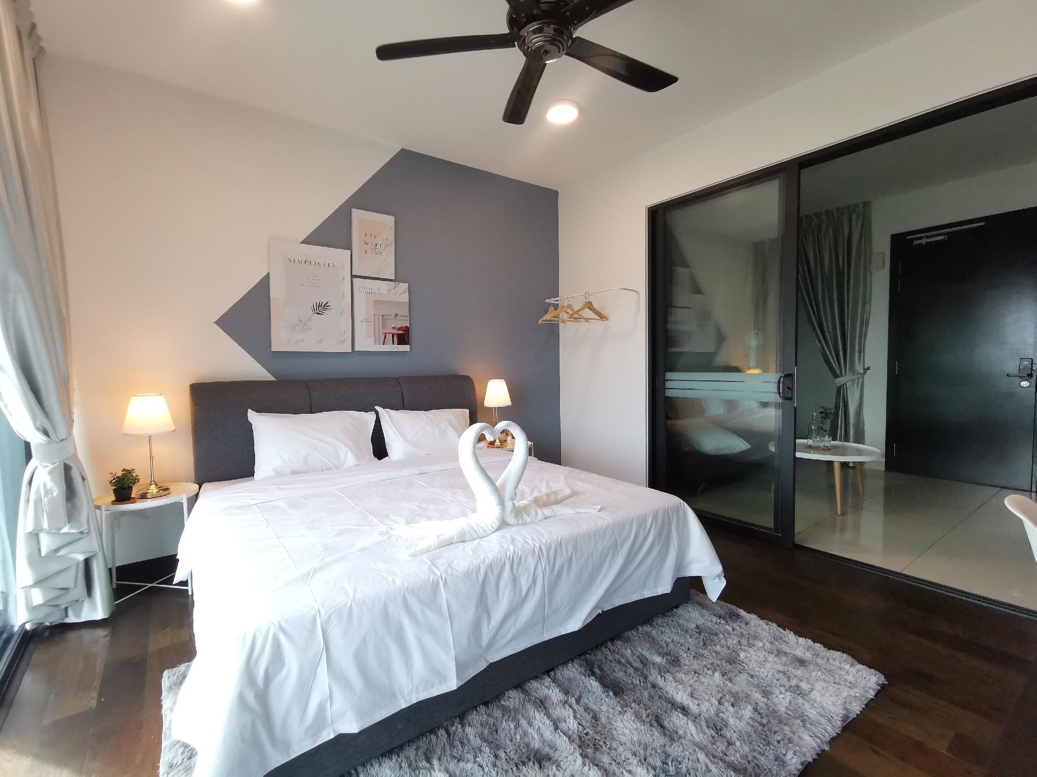 Almas Suites Balcony  4 @ JB City Home