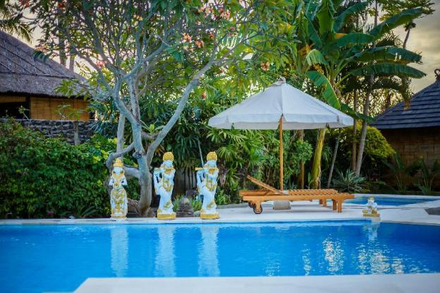 Beach front villa with pool & jacuzzi - 2 Bedroom