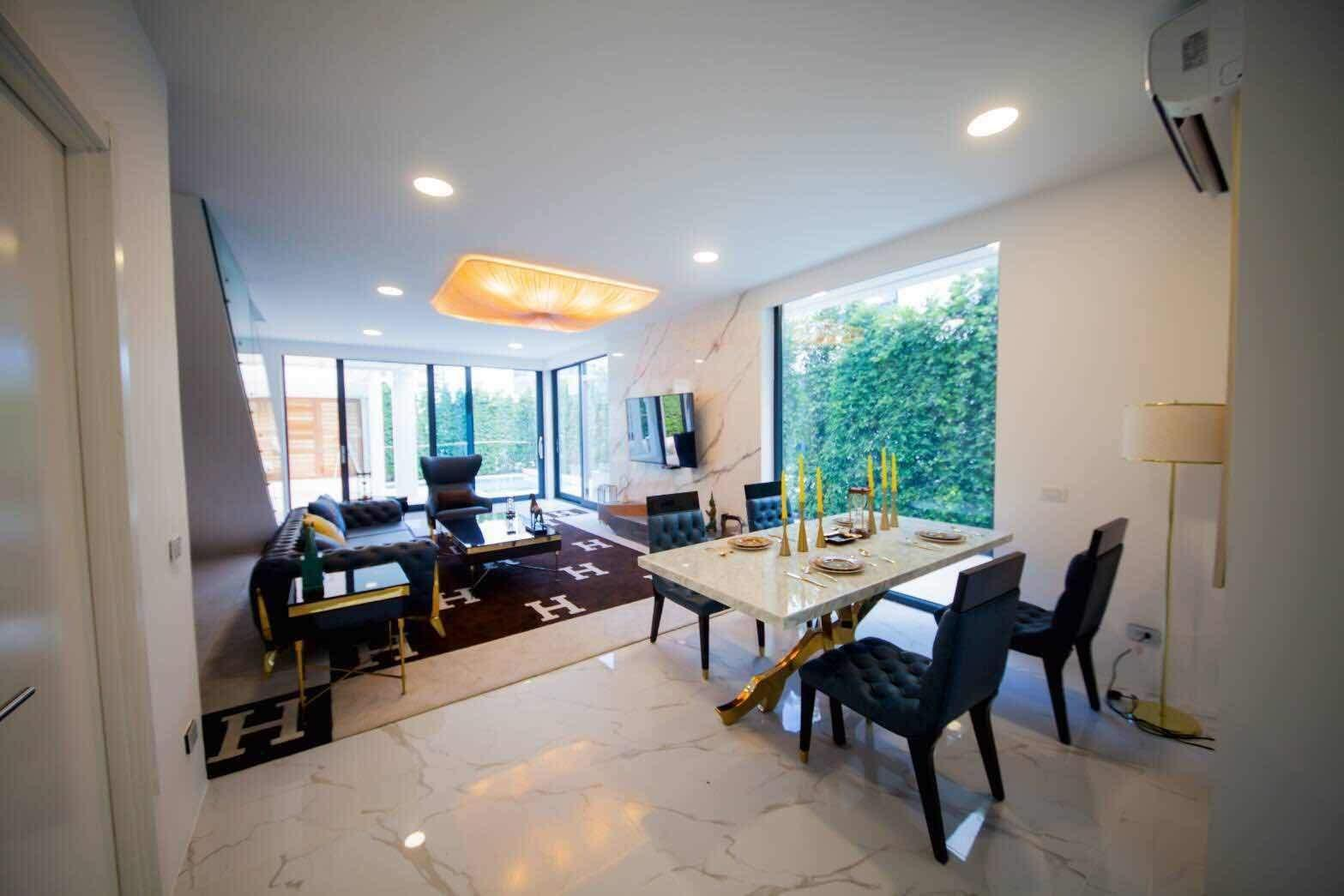 7 Bedrooms Double Pool Luxury Villa