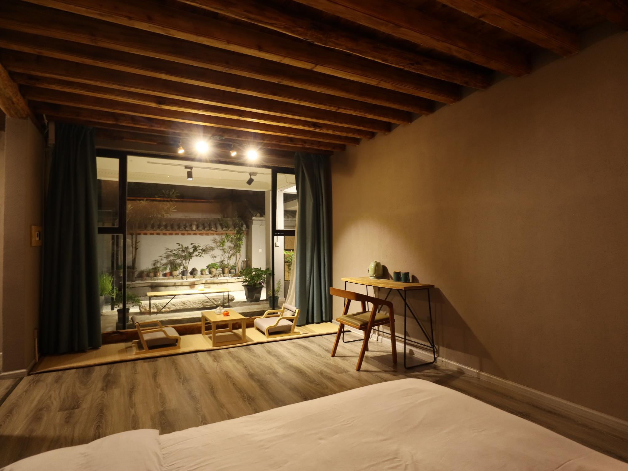 Independent Courtyard With Balcony And Big Bed By