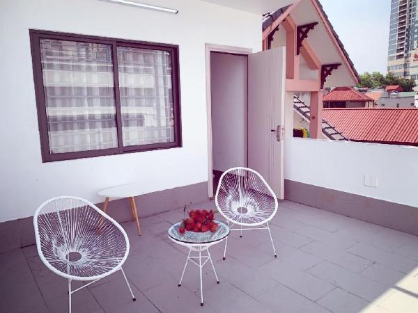 LOVELY! Living, Kitchen, Balcony, next to Mipec 51 Hanoi