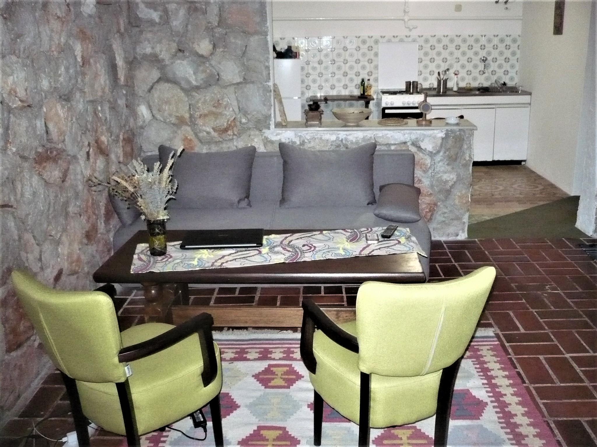Aromatic Pines Art Apartment