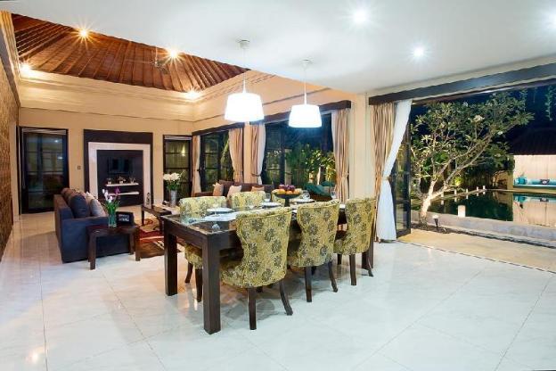 Cozy Cometa Villa with 3BR Seminyak
