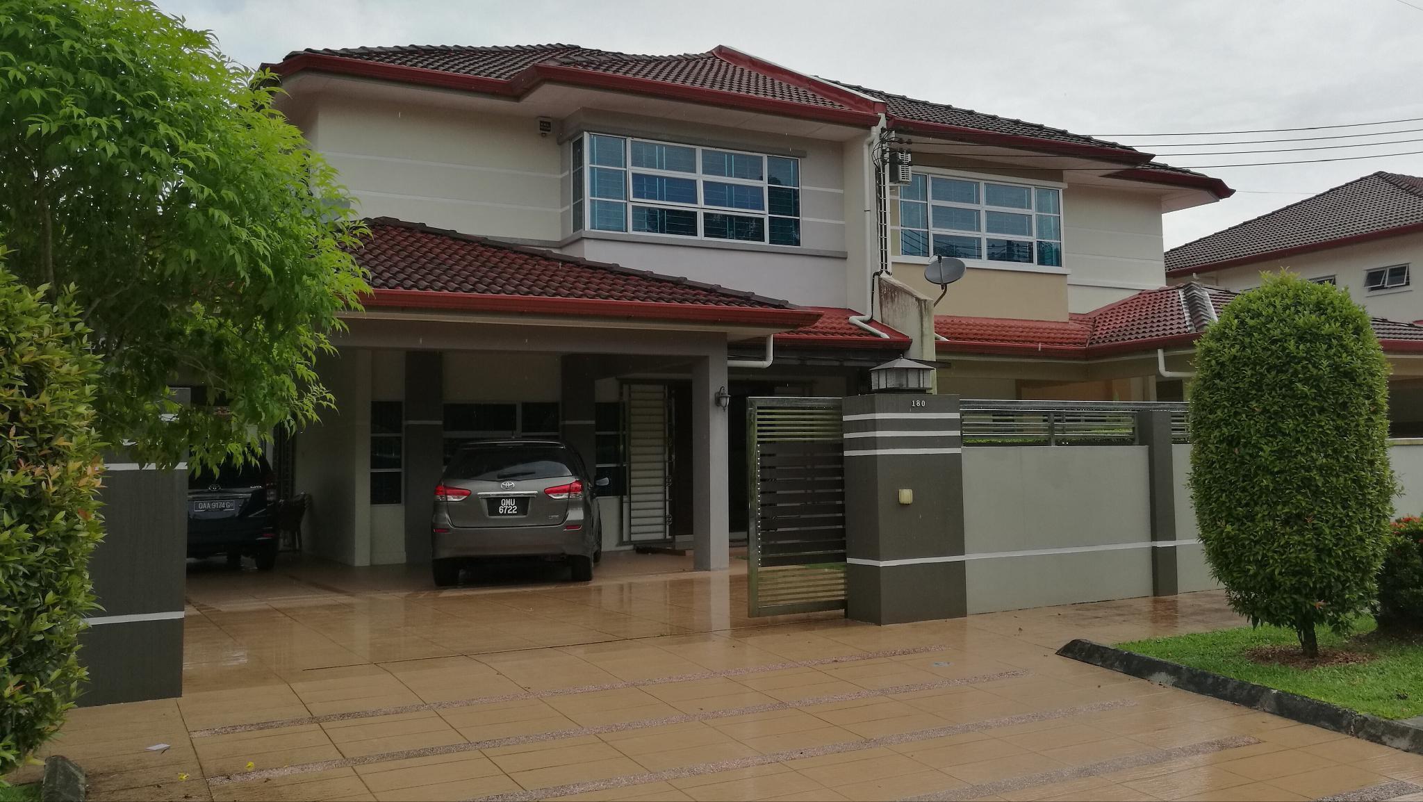 Modern Spacious DS Semi D In Kuching Samarahan
