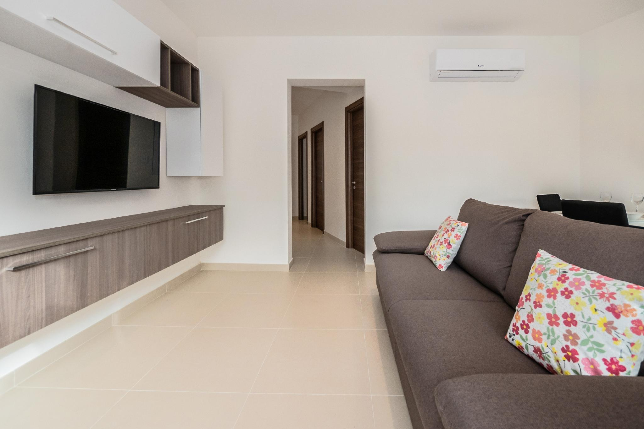 Spacious 2 Bedroom Apartment And Free Parking And Wifi