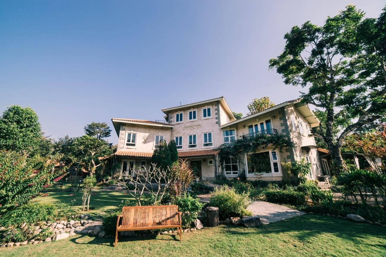 An intimate, European-inspired countryside villa วิลลา 8 ห้องนอน 9 ห้องน้ำส่วนตัว ขนาด 8000 ตร.ม. – หางดง