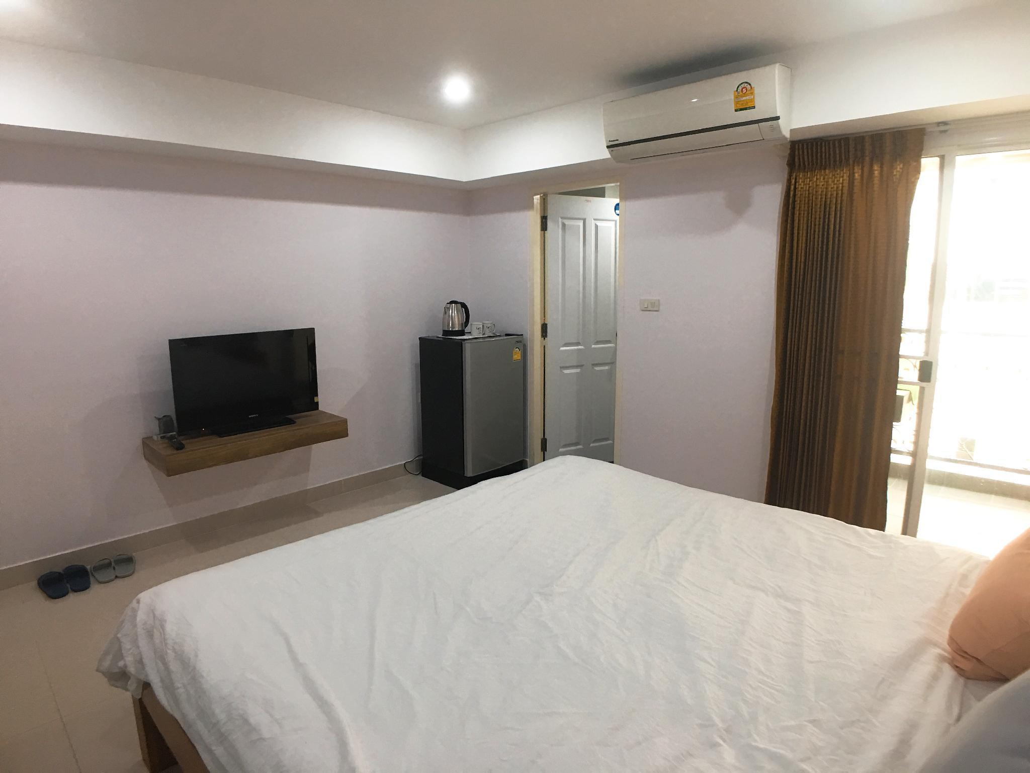 Single Room  Near Ratchada Train Night Market
