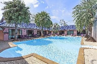 Sugar Palms Resort 9BR w  Pool 100m to Beach